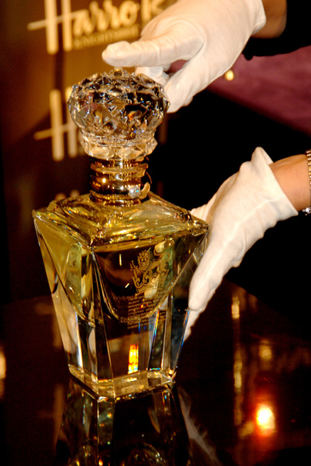 clive-christian-no-1-perfume-imperial-majesty-edition-on-display-at-harrods-department-store.jpg