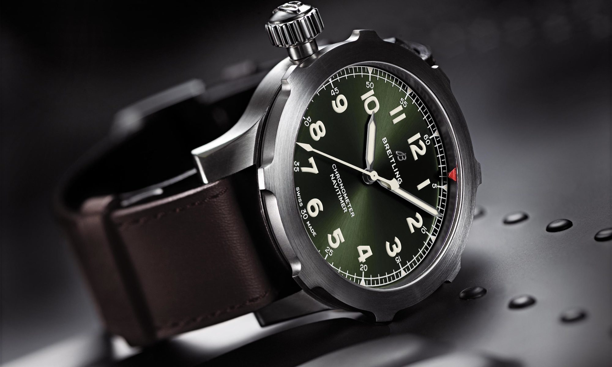 navitimer_super_8_in_titanium_with_military_green_dial_and_brown_nato_leather_strap_kopie.jpg