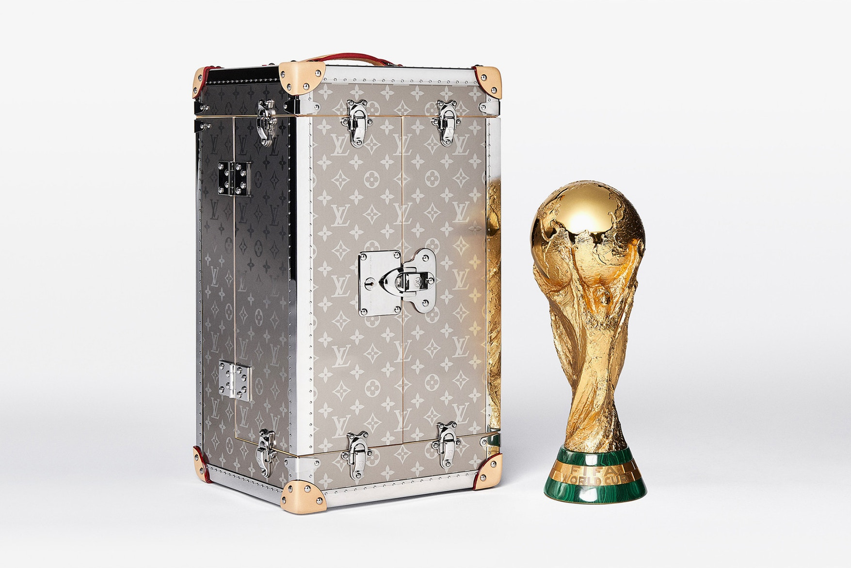 louis-vuitton-2018-fifa-world-cup-trophy-case-2.jpg