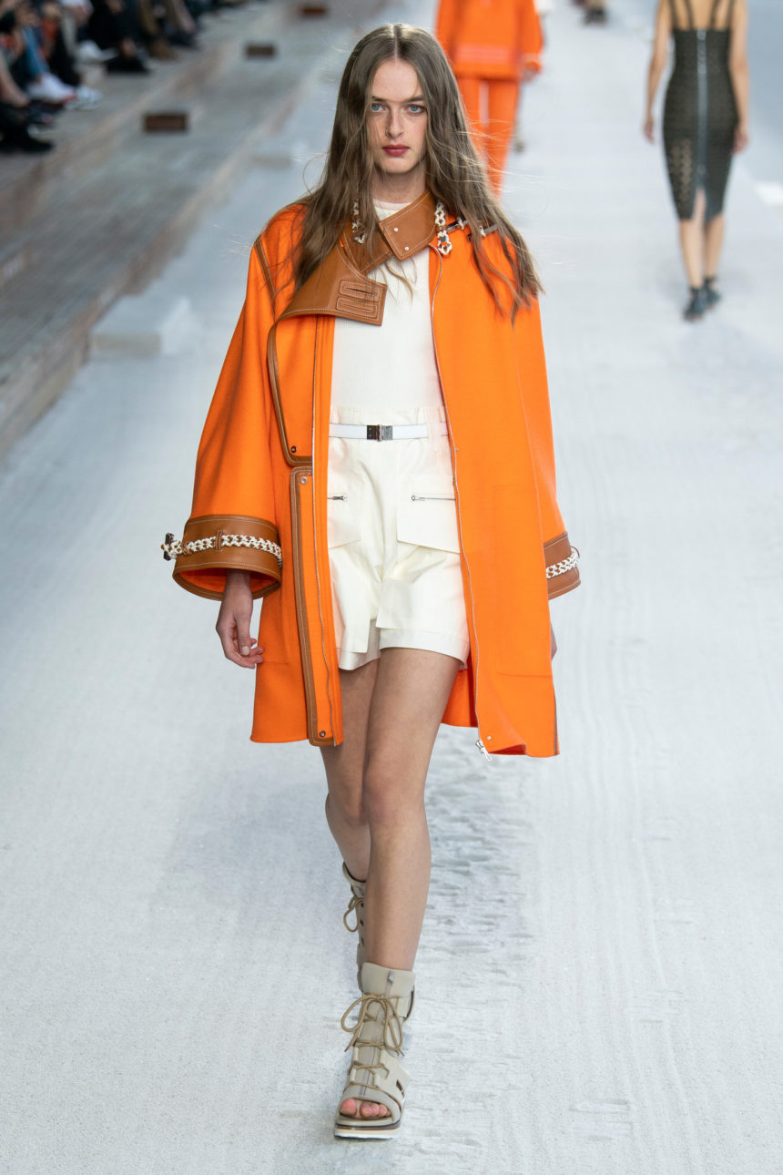 L'Orange Hermès Habille Le Raincoat le Plus Désirable du Printemps/Eté 2019